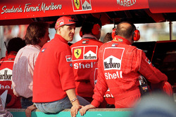 Michael Schumacher, Ferrari can only watch from the pitlane wall