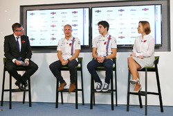 David Croft, commentateur Sky Sports, Valtteri Bottas, Lance Stroll, Claire Williams, directrice adjointe Williams