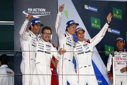#1 Porsche Team Porsche 919 Hybrid: Timo Bernhard, Mark Webber, Brendon Hartley with Andreas Seidl, Team Principal Porsche Team