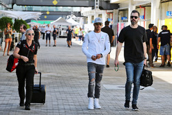 Lewis Hamilton, Mercedes AMG F1 con Marc Hynes