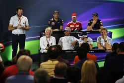 Даніель Ріккардо, Red Bull Racing; Себастьян Феттель, Ferrari; Макс Ферстаппен, Red Bull Racing; Чарлі Вайтінг, FIA Delegate; Льюіс Хемілтон, Mercedes AMG F1; Феліпе Масса, Williams; Ніко Росберг, Mercedes AMG F1