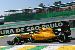 Jolyon Palmer, Renault Sport F1 Team RS16 with the Halo cockpit cover