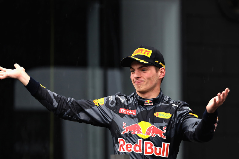 Verstappen dio una lección remontando del 14º al 3º