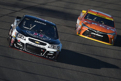 Kevin Harvick, Stewart-Haas Racing Chevrolet, Carl Edwards, Joe Gibbs Racing Toyota