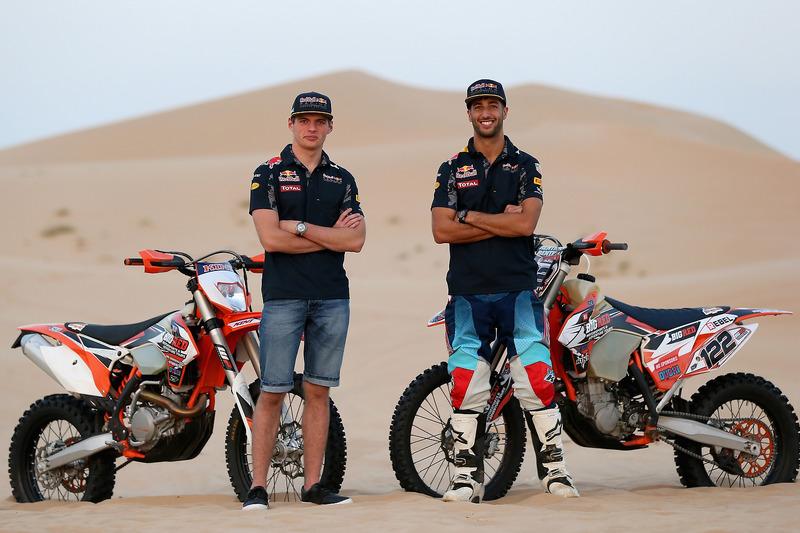 Max Verstappen, Red Bull Racing y Daniel Ricciardo, Red Bull Racing posan para la foto