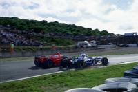Kollision: Michael Schumacher, Ferrari F310B; Jacques Villeneuve, Williams FW19 Renault