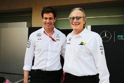Совладелец и исполнительный директор Mercedes AMG F1 Тото Вольф и Мансур Ойех, совладелец McLaren
