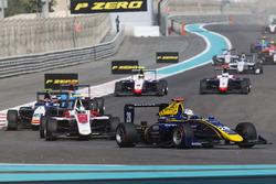 Кевін Йорг, DAMS, попереду Нірея Фукузумі, ART Grand Prix, і Штайна Шотхорста, Campos Racing
