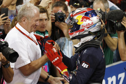 Pierre Gasly, PREMA Racing celebrates with Helmut Markko, Consultant, Red Bull Racing
