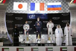 Pierre Gasly, PREMA Racing viert feest op het podium met Nobuharu Matsushita, ART Grand Prix en Artem Markelov, RUSSIAN TIME