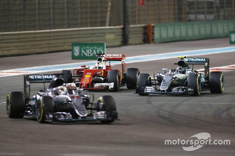 Lewis Hamilton, Mercedes AMG F1 W07 Hybrid devant Nico Rosberg, Mercedes AMG F1 W07 Hybrid, Sebastian Vettel, Ferrari SF16-H