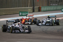 Lewis Hamilton, Mercedes AMG F1 W07 Hybrid voor Nico Rosberg, Mercedes AMG F1 W07 Hybrid, Sebastian Vettel, Ferrari SF16-H