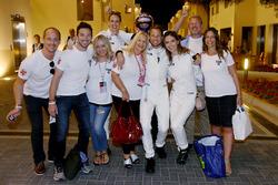 Jenson Button, McLaren Honda festeggia il suo ultimo GP con amici e famiglia