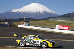 #96 TKS, Porsche 911 GT3 Cup: Shinyo Sano, Takuma Aoki, Shigeto Nagashima