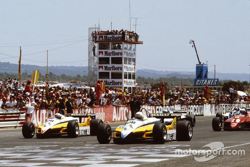 Départ : René Arnoux, Renault RE30B, et Alain Prost, Renault RE30B, en tête
