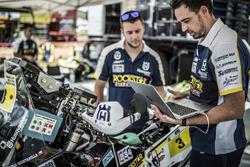 Mechanics of #3 Husqvarna Factory Racing: Pablo Quintanilla