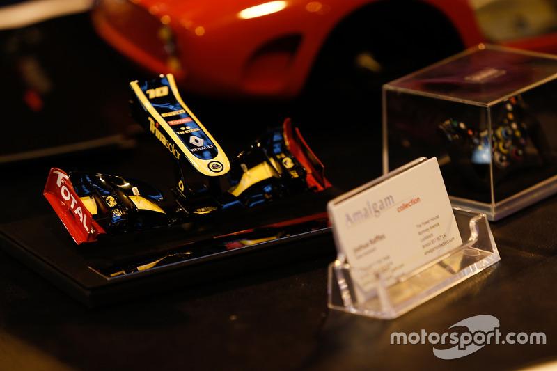 Une miniature Amalgam d'un nez d'une Lotus Renault d'Enstone