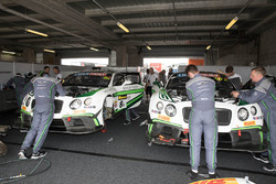 #8 Bentley Team M-Sport, Bentley Continential GT3; #17 Bentley Team M-Sport, Bentley Continential GT3