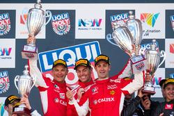 Подіум: переможці гонки #88 Maranello Motorsport, Ferrari 488 GT3: Тоні Віландер, Крейг Лаундс, Джемі Вінкап
