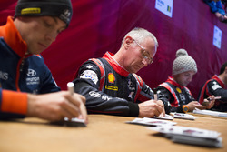 John Kennard, Hyundai Motorsport,  firma de autógrafos