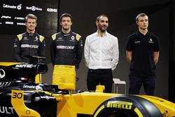 Nico Hulkenberg, con Renault Sport F1 Team Jolyon Palmer, Renault Sport F1 Team; Cyril Abiteboul, Renault Sport F1 Gerente; Serguei Sirotkin, Renault Sport F1 tercer piloto del equipo, con el Renault Sport F1 Team RS17