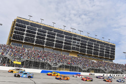 Ricky Stenhouse Jr., Roush Fenway Racing Ford en Kyle Busch, Joe Gibbs Racing Toyota