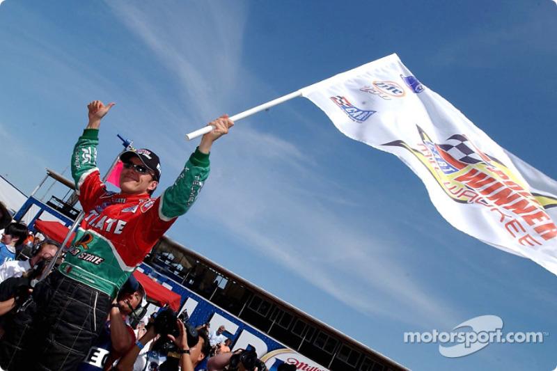 Adrián Fernández celebra la pole position
