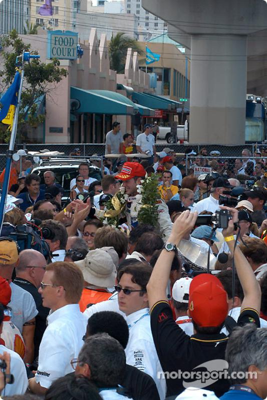 Cristiano da Matta celebrates victory and CART 2002 Championship