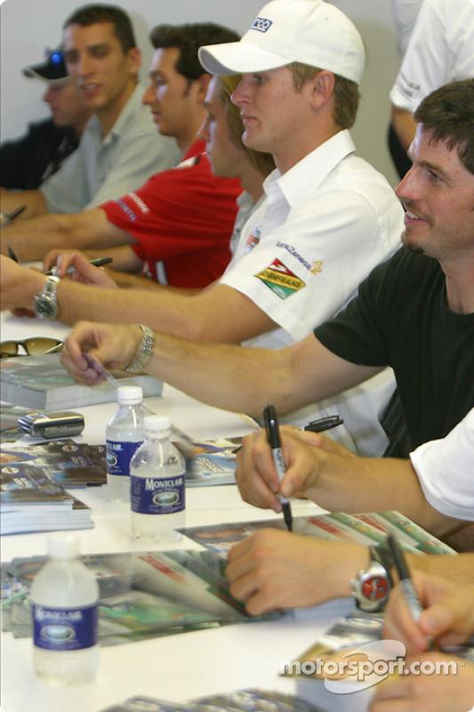 Séance d'autographes : Ryan Hunter-Reay et Patrick Carpentier