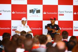 Каму Кобаяши, Sauber F1 Team и Льюис Хэмилтон, McLaren Mercedes
