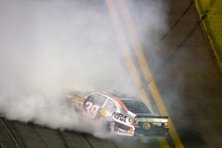 Crash on the last lap, exiting turn 4: Ryan Newman, Stewart-Haas Racing Chevrolet