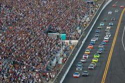 Mark Martin, Hendrick Motorsports Chevrolet and Jeff Gordon, Hendrick Motorsports Chevrolet lead the field on a restart