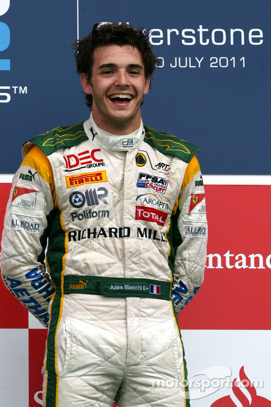 Pódio: vencedor Jules Bianchi, Lotus ART