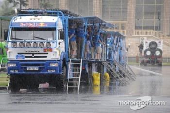 Kamaz team waiting in the rain.