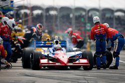 Pit stop for Graham Rahal, Service Central Chip Ganassi Racing