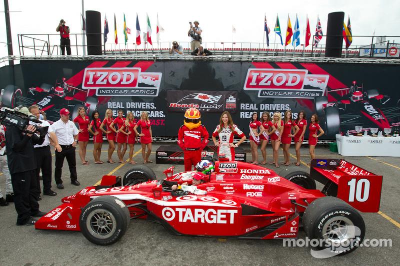 Victory circle: race winner Dario Franchitti, Target Chip Ganassi Racing celebrates