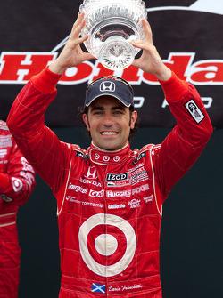 Podium: race winner Dario Franchitti, Target Chip Ganassi Racing
