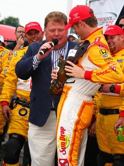 Victory lane: race winnaar Ryan Hunter-Reay, Andretti Autosport
