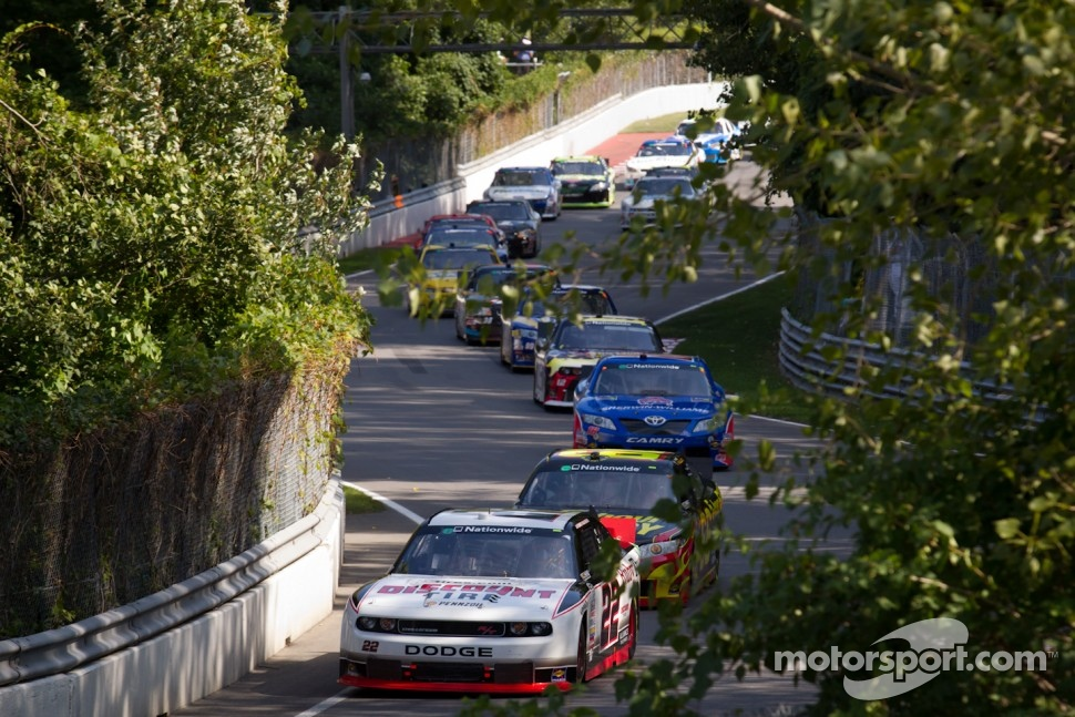 Jacques Villeneuve, Penske Racing Dodge leads the field