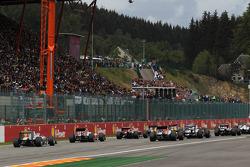 Michael Schumacher, Mercedes GP F1 Team comienza desde la parte trasera de la parrilla