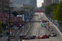 Start: J.R. Hildebrand, Panther Racing and Martin Plowman, AFS/Sam Schmidt Motorsports