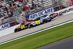 Jeff Gordon, Hendrick Motorsports Chevrolet takes the checkered flag in front of Jimmie Johnson, Hendrick Motorsports Chevrolet