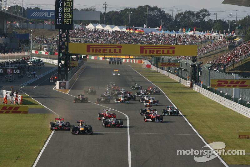 Sebastian Vettel, Red Bull Racing leads the start of the race and leads Jenson Button, McLaren Mercedes