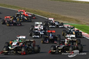 Vitaly Petrov, Lotus Renault GP and Bruno Senna, Lotus Renault GP
