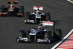 Pastor Maldonado, AT&T Williams leads Rubens Barrichello, AT&T Williams