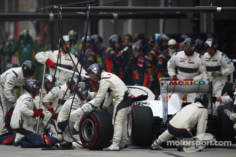 Sergio Pérez, Sauber F1 Team  pit stop