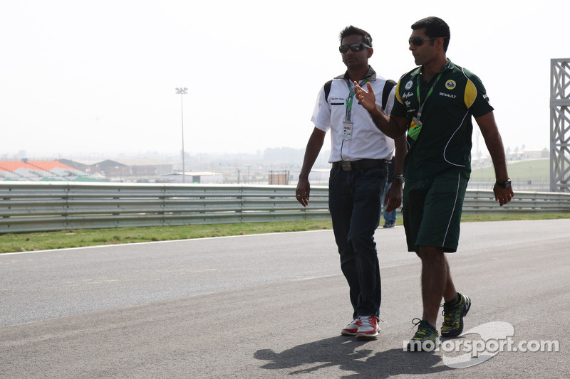 Karun Chandhok, test driver, Lotus F1 Team walks the track