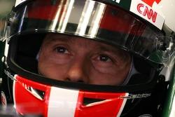Jarno Trulli, equipo Lotus lleva una réplica del casco de Marco Simoncelli