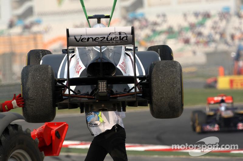 Pastor Maldonado, AT&T Williams spins off the track