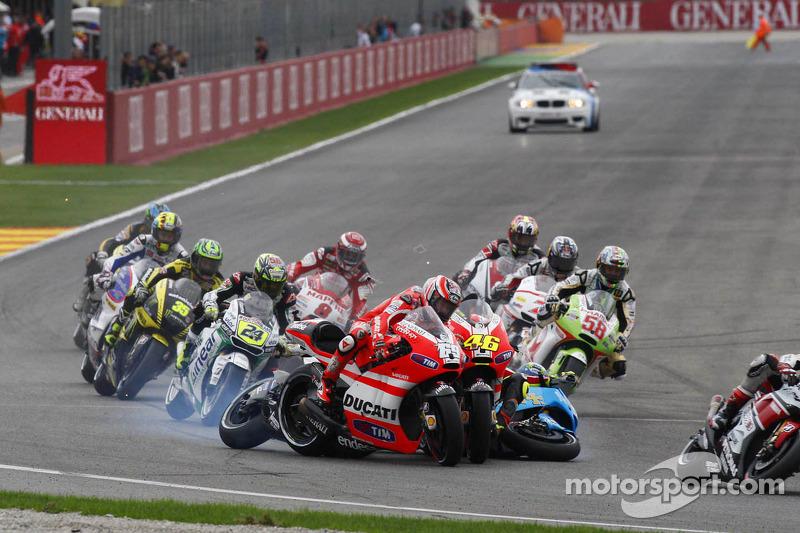 Valencia 2011: Startcrash mit Rossi, Bautista und de Puniet
